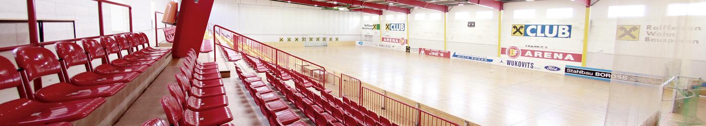 Die Sporthalle Oberpullendorf mit den Zuschauerrängen