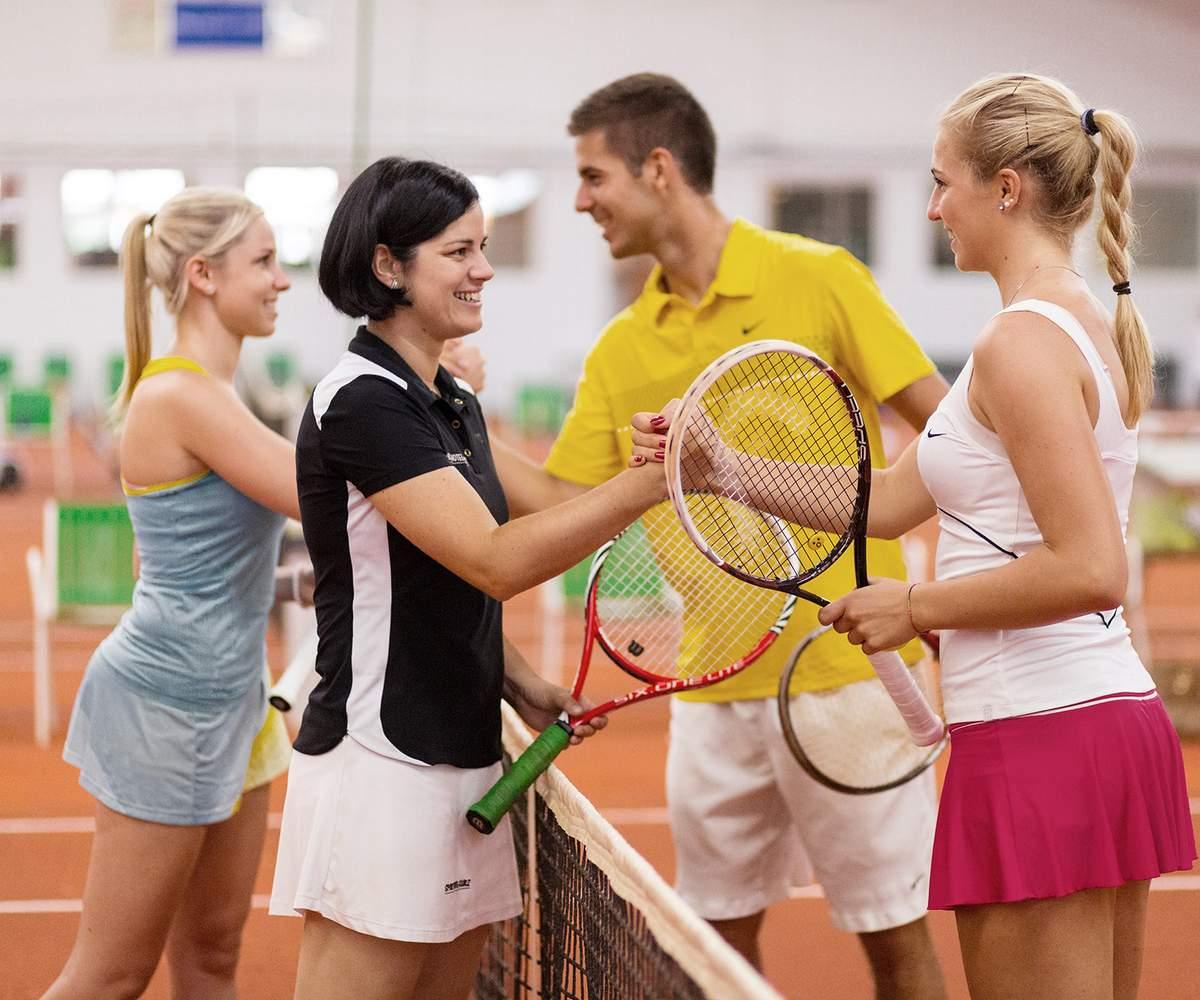 Shake Hands Tennismatch