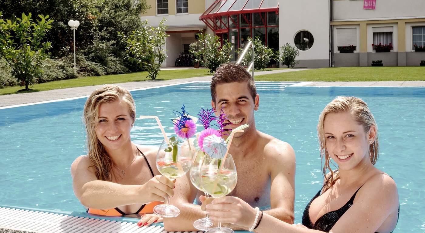 Badespaß & Entspannung im Swimmingpool
