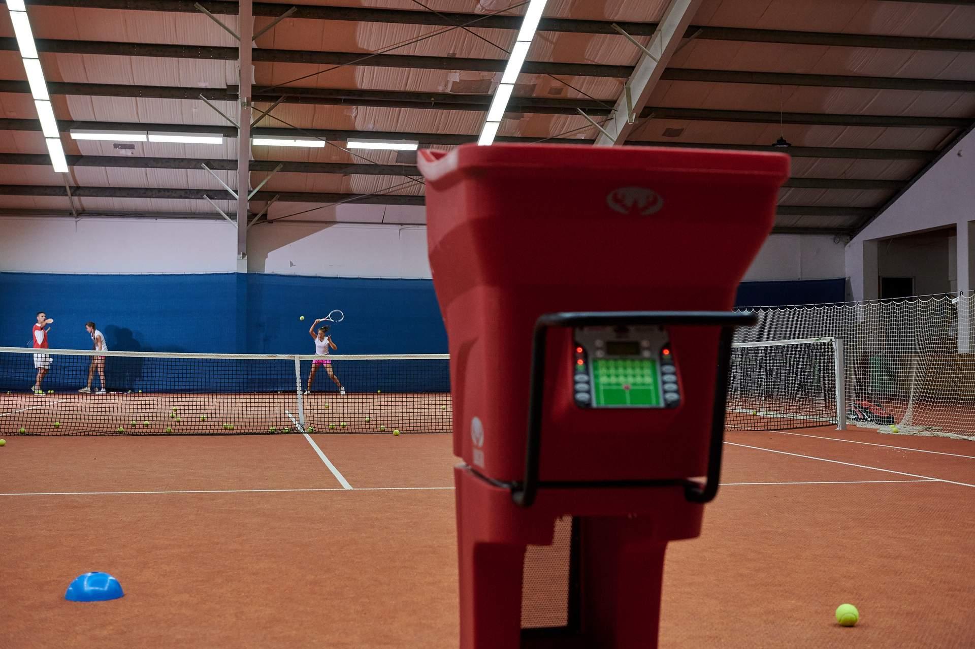 Tennistraining mit Ballwurfmaschine