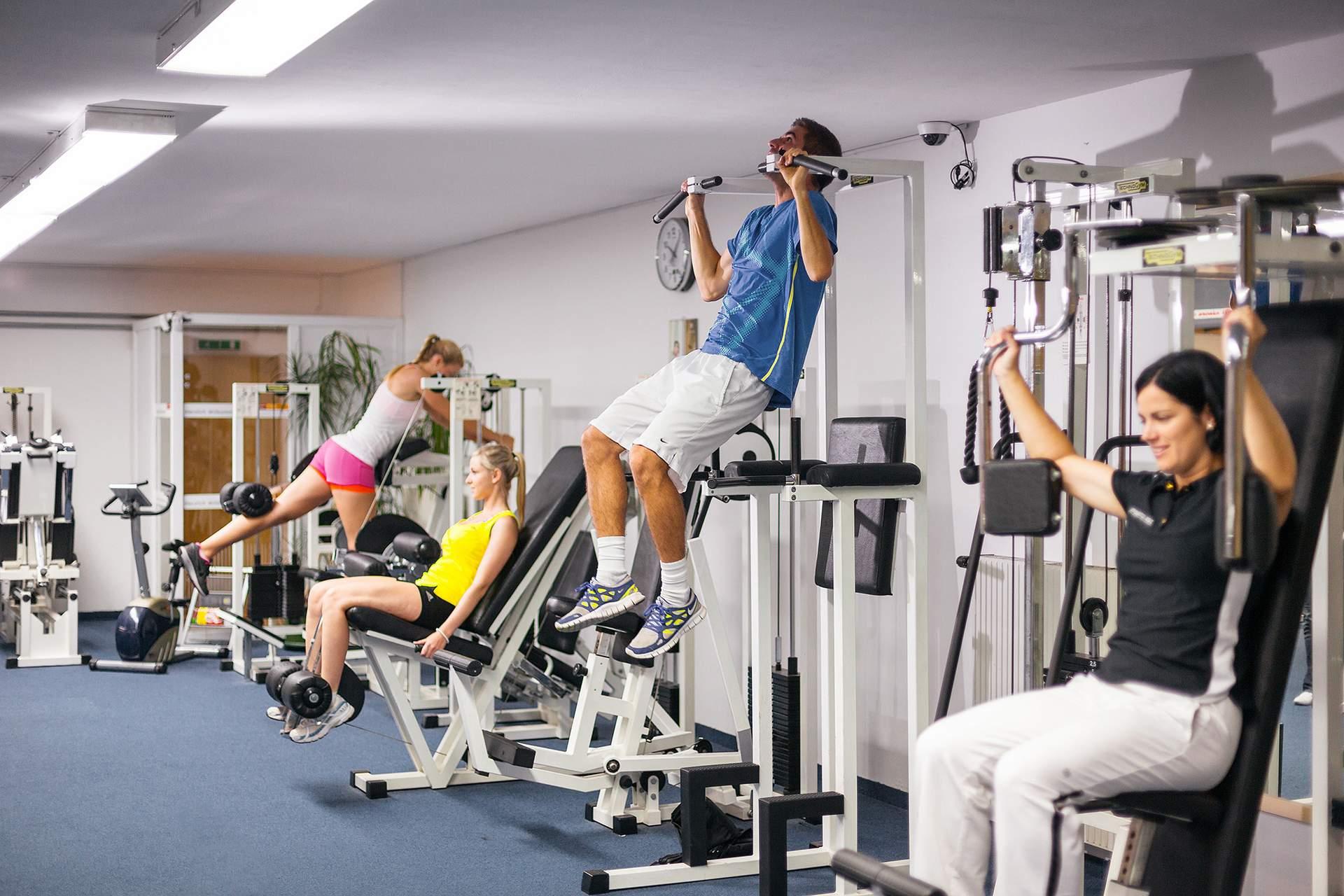 Komplett ausgestattetes Fitnesscenter