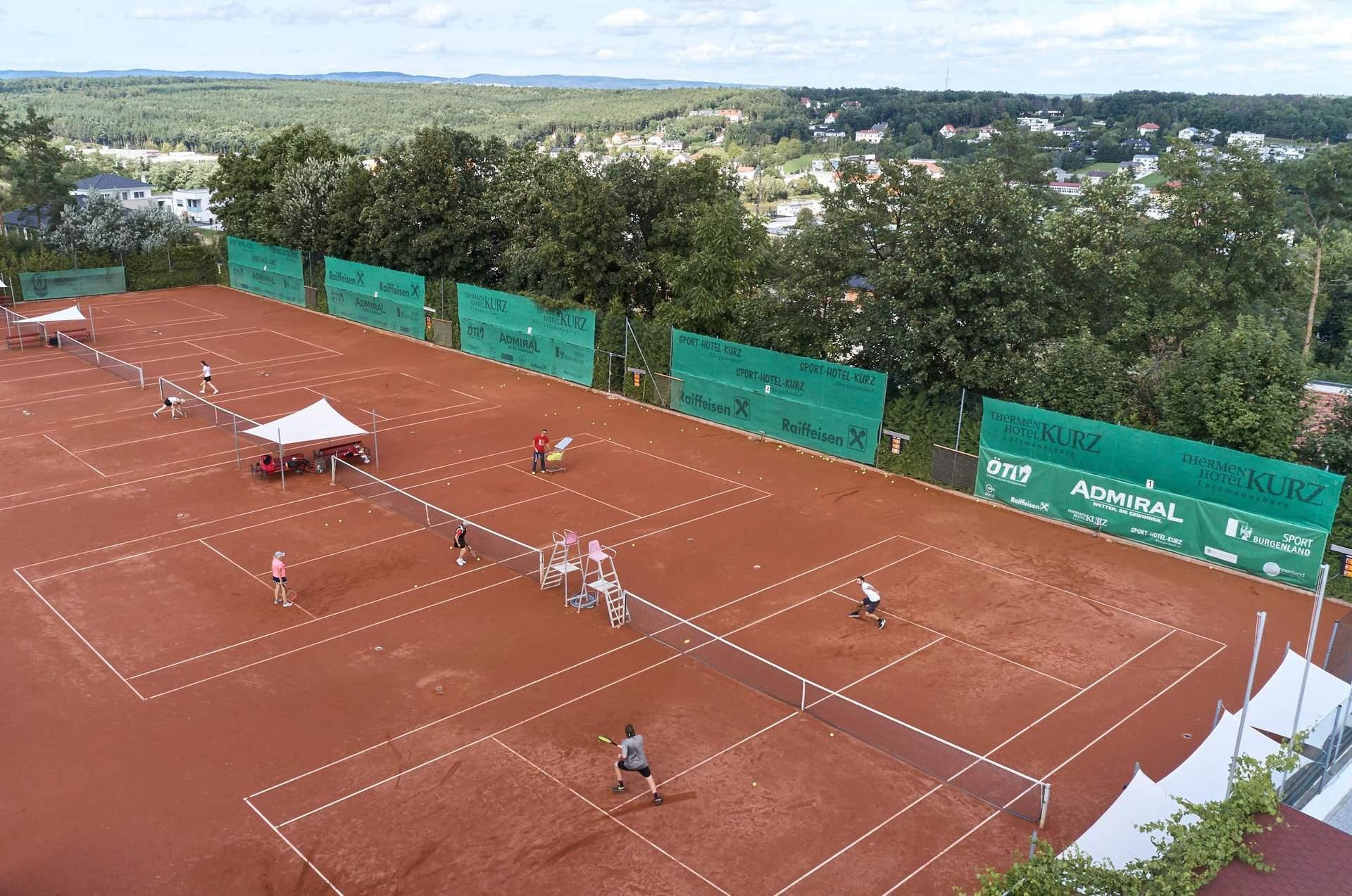 Tennisspielen im Freien