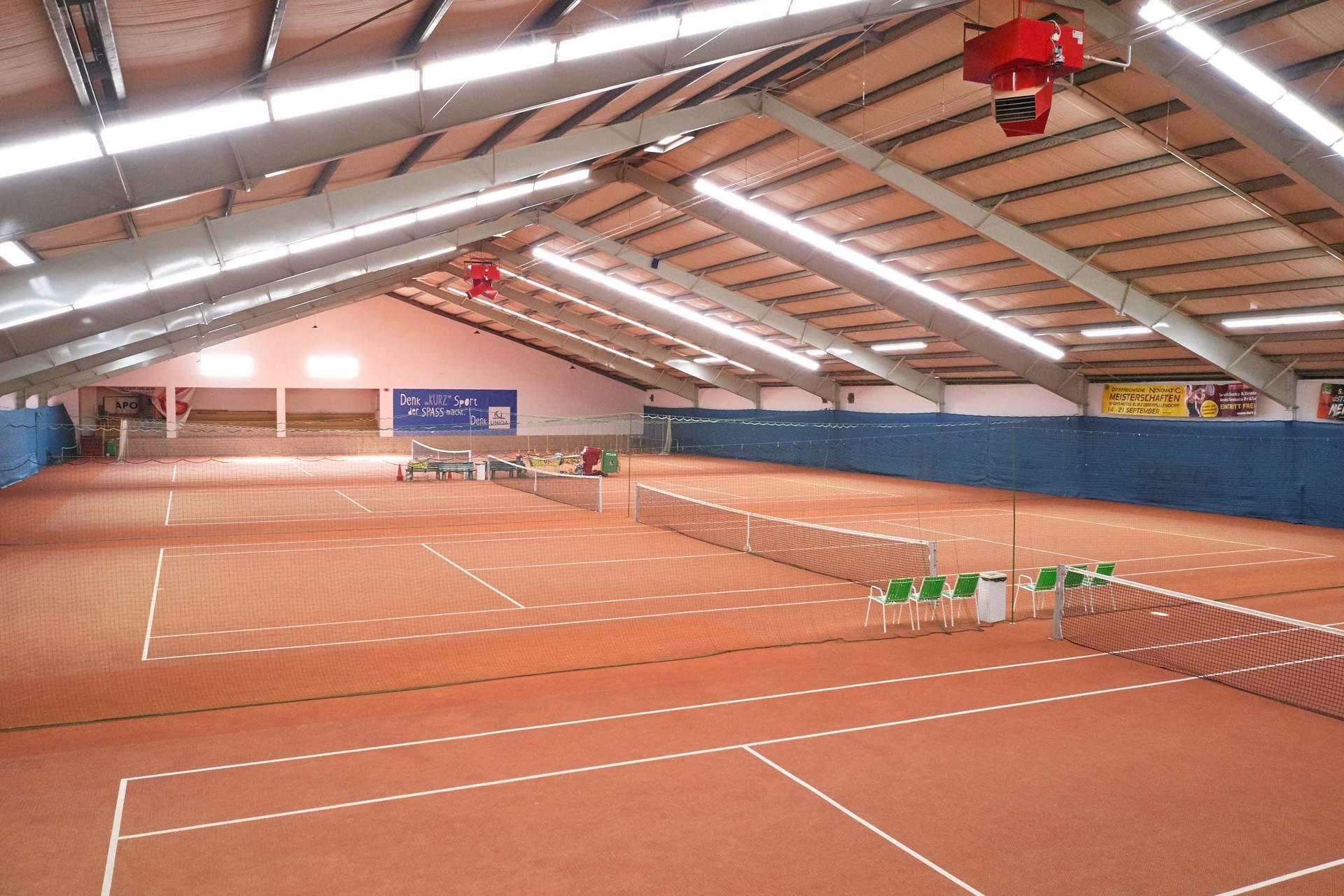 Hallen Tennisplätze