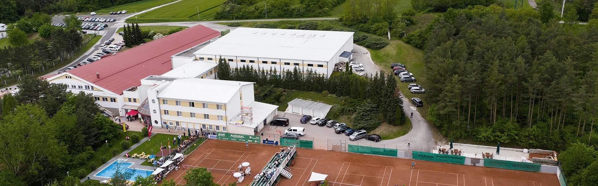 Sporthotel Kurz mit Outdoor Tennisplätzen