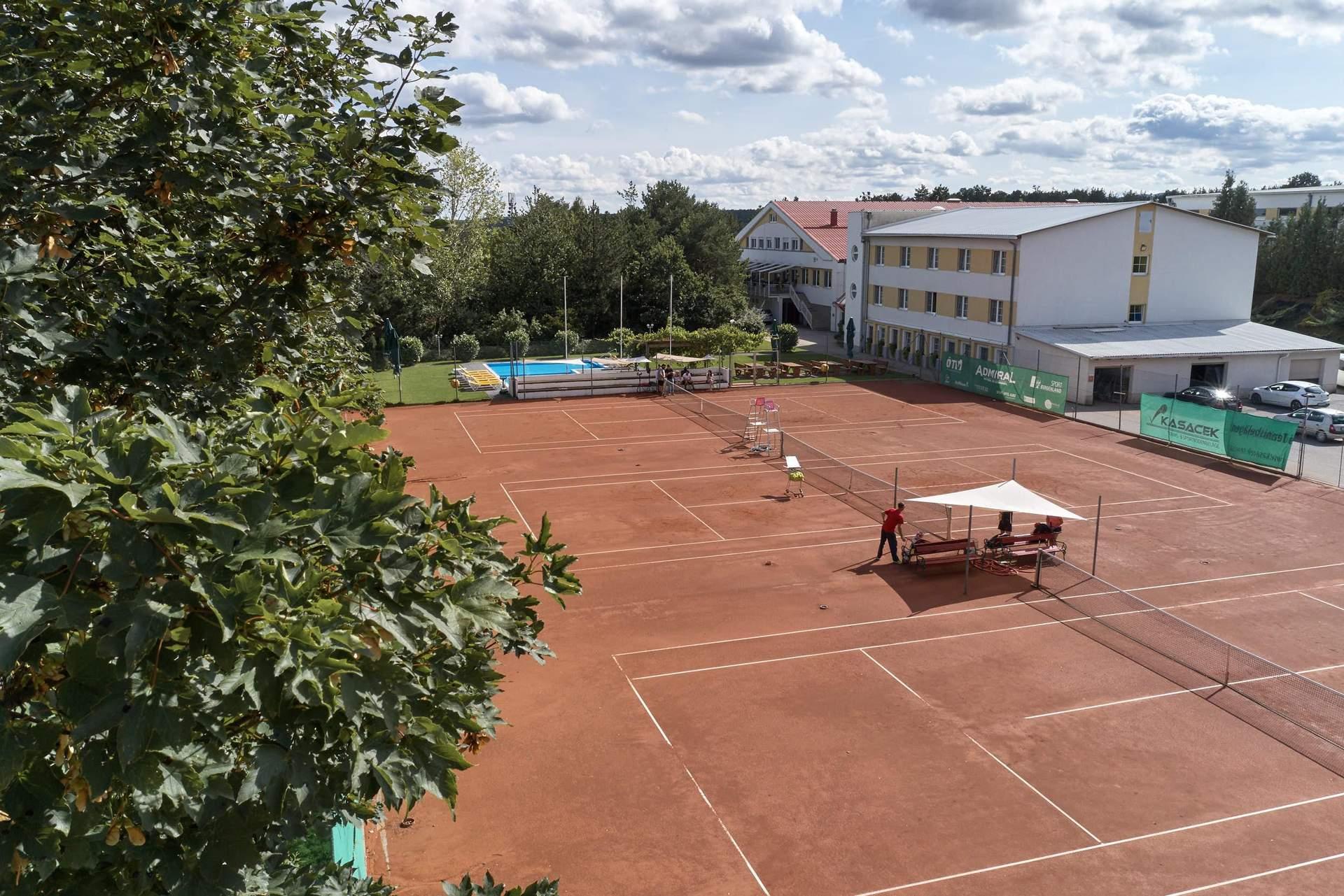 Tennisplätze und Sporthotel Kurz