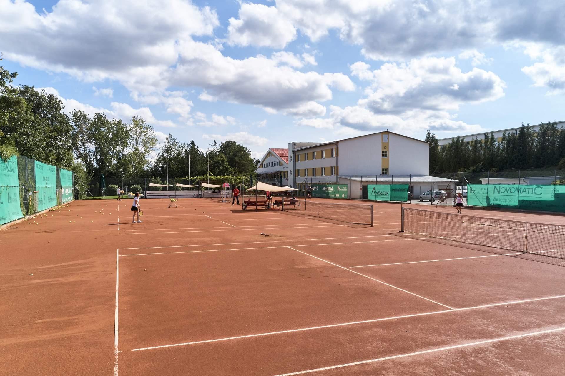 Tennis Freiplätze