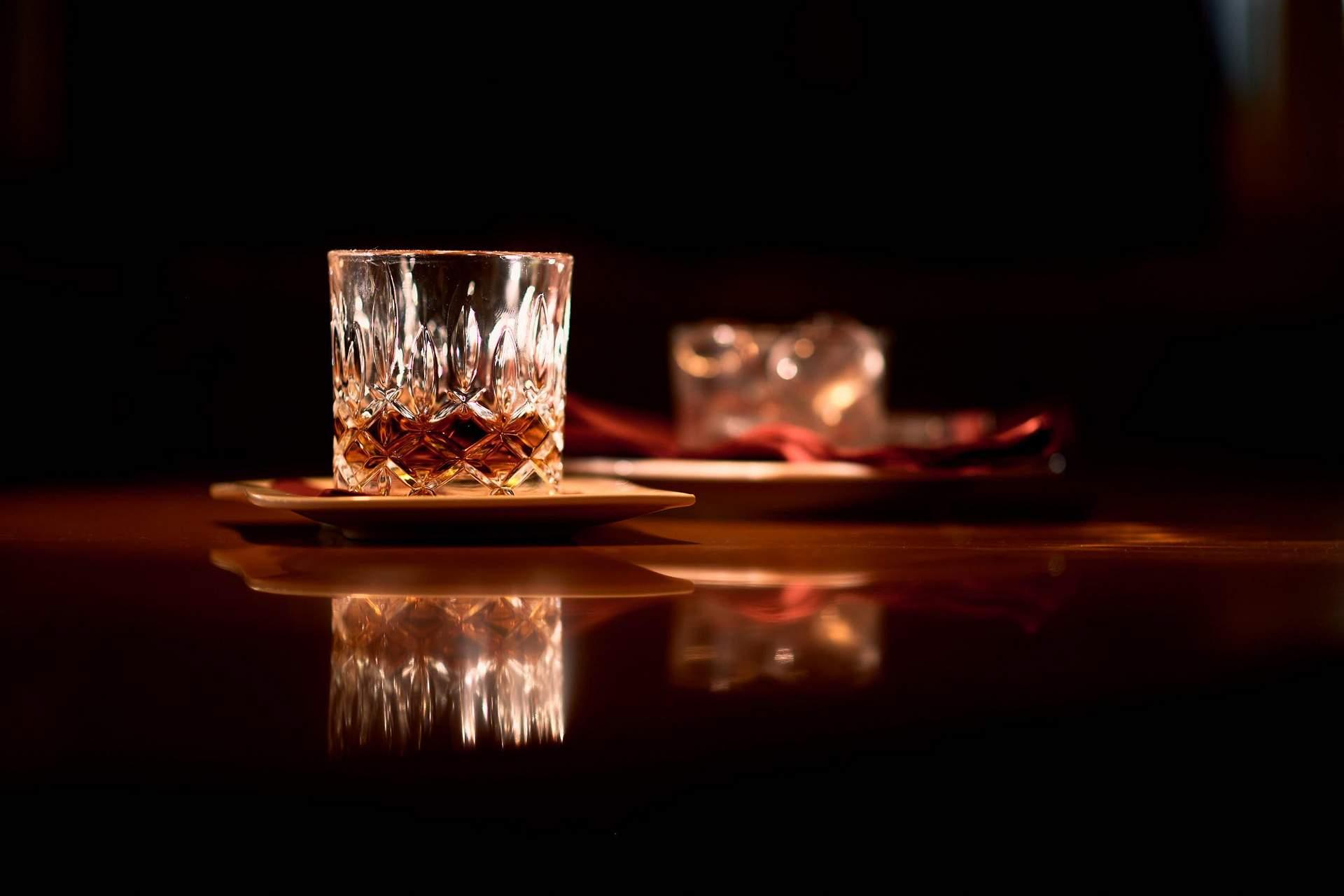 Whiskey angerichtet