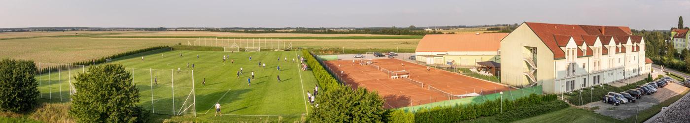 Fussballplatz und Tennisfreiplätze des Thermenhotel Kurz